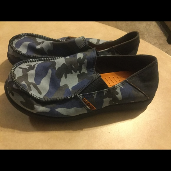 73e383359b8f7 Crocs-Blue camouflage boys shoes youth size 4. CROCS.  M_5c380f2f2beb79ef20dfe6f7. M_5c380f35de6f6253a3518c2c.  M_5c380f3ca31c33edee4ecd23